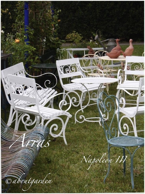 Shabby chic on friday french garden furniture aboutgarden for Arredo giardino shabby chic