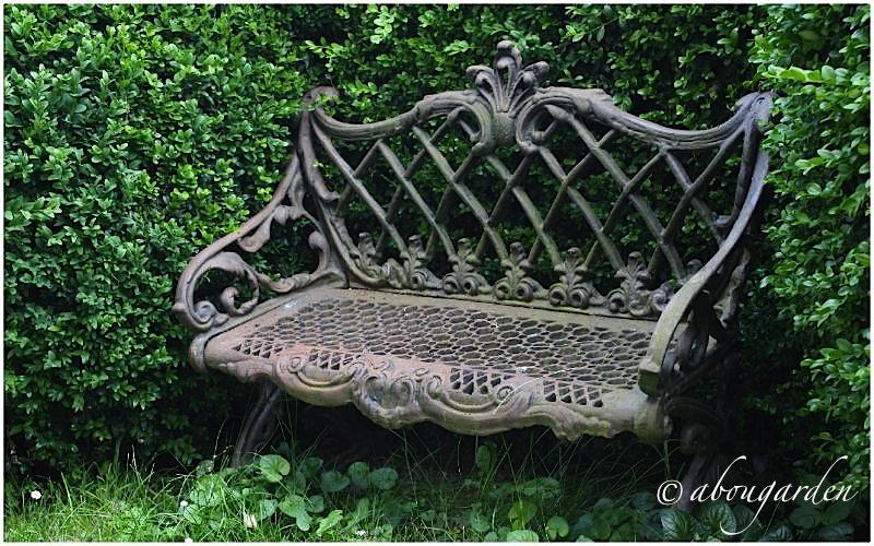 Giardino privato nel monferrato casalese aboutgarden - Panchine da giardino in ghisa ...