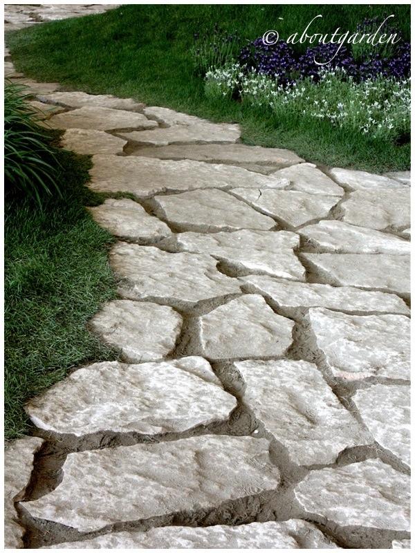 Walkways costruire camminamenti in giardino aboutgarden - Camminamento pietra giardino ...