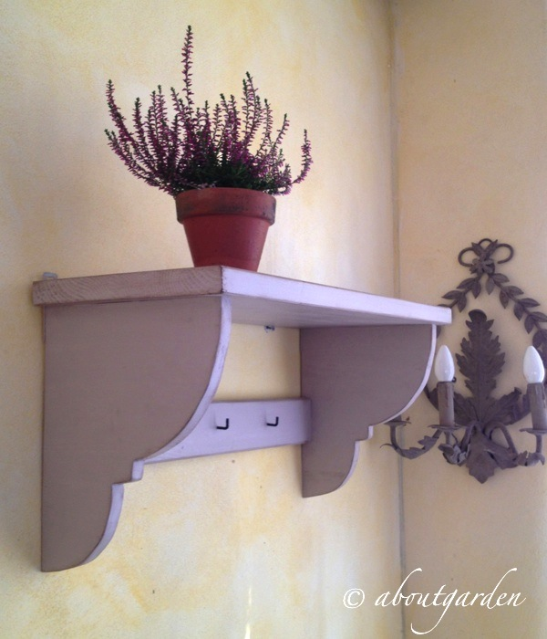 Diy how to make a shabby chic shelf aboutgarden - Camere stile shabby ...