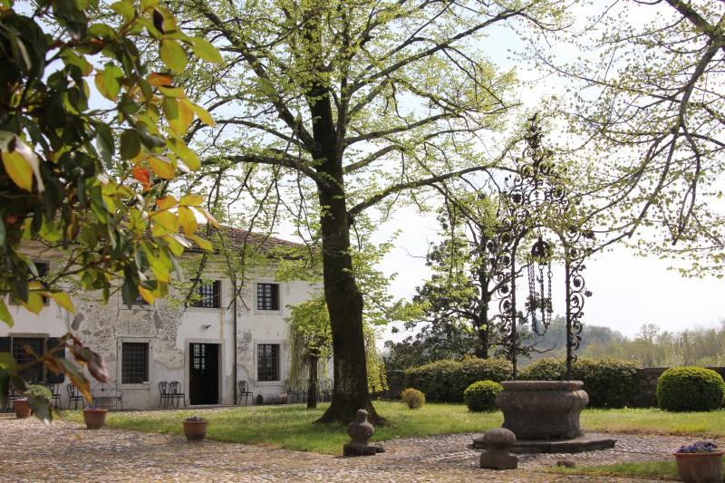 Fiorir un giardino csaba dalla zorza aboutgarden for Disegni della casa di tronchi