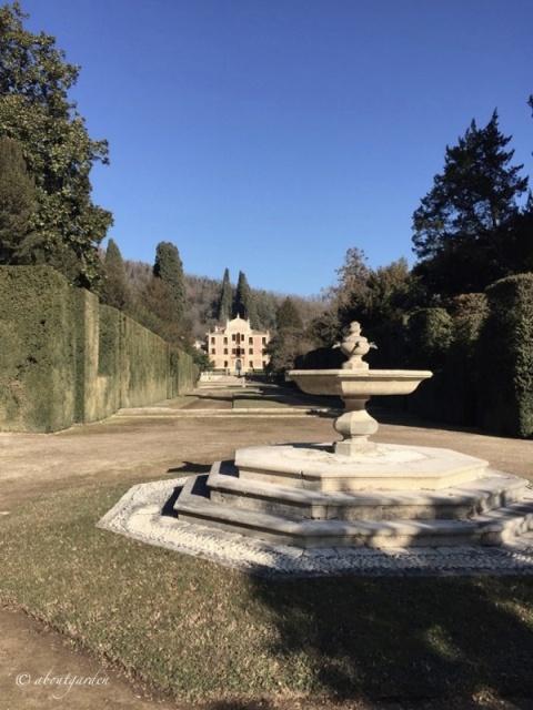fontana-de-la-pila-villa-barbarigo